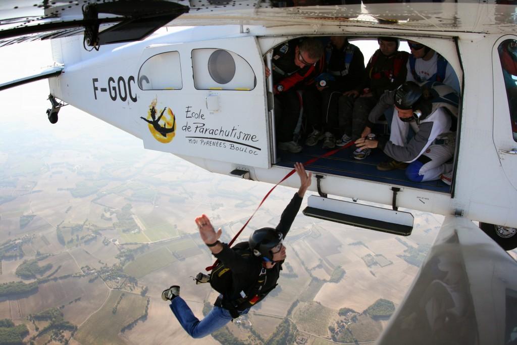 debuter-en-parachutisme-oa-saut-a-ouverture-automatique-04-bouloc-skydive