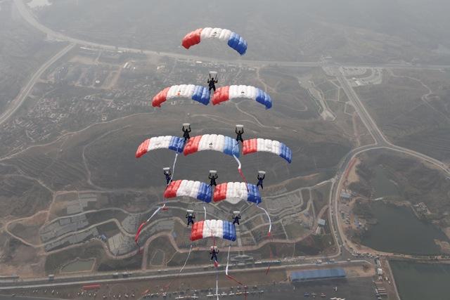 Discipline du parachutisme : le voile contact