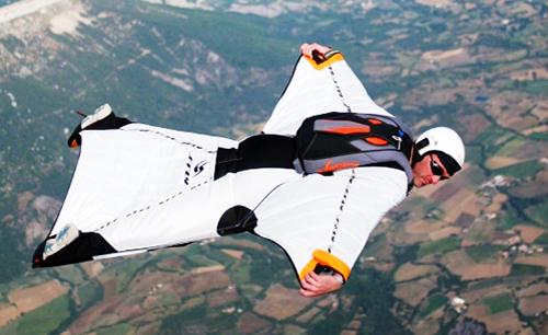 Discipline du parachutisme : la wingsuit
